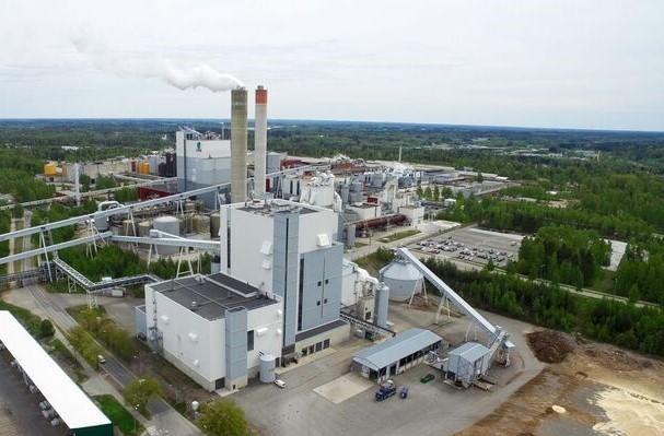 Kaukaan Voiman biovoimalaitoksella pystytään hallitsemaan typenoksidien päästöt tarkempien säätöjen avulla entistä paremmin.